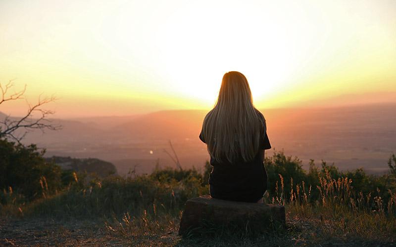 Fühlt wenn sich jemand einsam Sich alleine